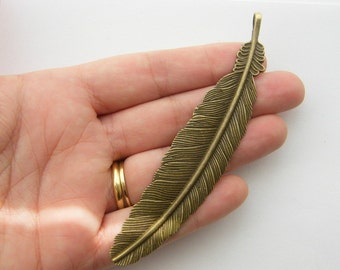 2 Feather charms antique bronze tone BC38