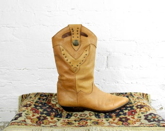 Vintage Tan Banana Leather Western Boots- Pointed Toe Cowgirl Flat Ankle Boot- Size 9