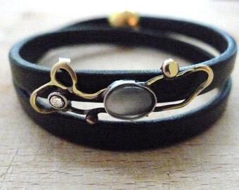 Leather bracelet with moonstone and zirconia, leather bracelet with magnetic claps, art deco leather bracelet