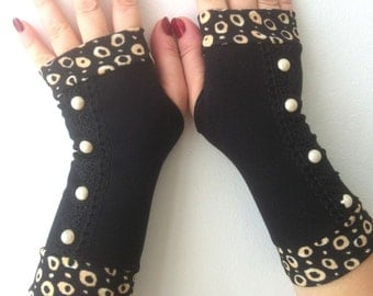 Black   fingerless gloves with ivory buttons and lace