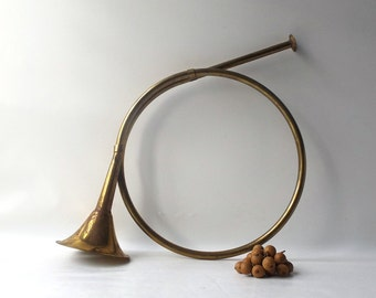 vintage 1980's brass french horn decoration decorative home decor wall hanging instrument retro modern holiday christmas harvest rustic fall