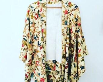 ON SALE 70s Vintage Japanese Cream Floral Kimono •  Open Jacket Kimono