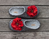 Felted women slippers wool home shoes grey slippers polka dots blackberry with red poppy flowers organic natural wool clogs Christmas gift