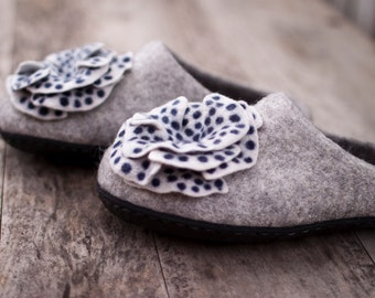 Felted slippers grey wool Eco friendly home shoes women slippers dark grey white flowers polka dot navy blue woolen clogs Christmas gift