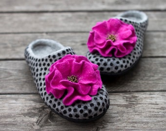Felted wool slippers with magenta flower grey woolen clogs polka dots home shoes pink decor organic slippers women shoes Christmas gift