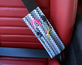 Zig Zag Black, Grays, and White Print Bi-Fold Seat Belt Pocket Pouch
