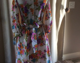 Vintage womens dress floral flowers polyester blend 70s hippie kitschy long sleeve mid