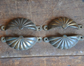 Vintage Brass Clamshell Drawer Pull, (Single Pull) e2112