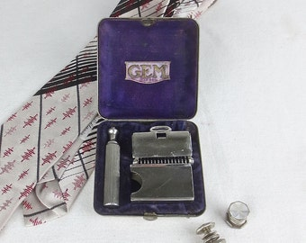 Reserved for Barth - Vintage 1940's-1950's GEM Travel Razor & Blade Case in Silver Shriner's Travel Case