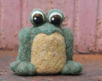 Needle Felted Green Frog