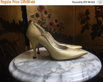25% OFF SALE 1950's Pumps / Golden Lurex Pinup High Heels / Pointed Toe Stilettos / size 4.5-5