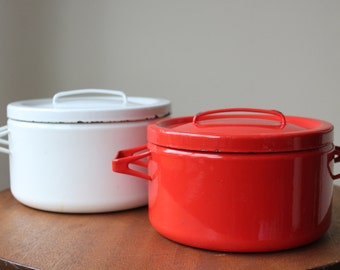 """Vintage 2 Enamel Double Handle Stock Pots by Finel, Finland, Seppo Mallat, Dutch Oven, White and Red, 8.5"""" and 7.5"""", Arabia Finland"""