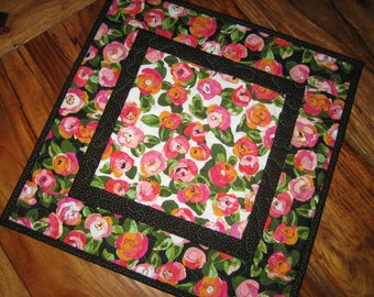 Quilted Table Topper, Pink Peach Red Roses Posies, Spring Summer Table Topper, Rose Garden Table Mat, Reversible Table Topper, Pink Posies