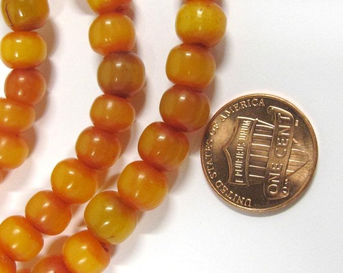 20 beads -  Light weight Tibetan honey amber color resin mala beads from Nepal  8 mm - ML027