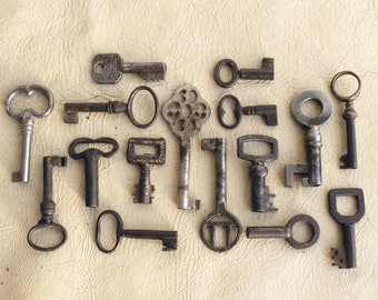 small antique keys - 16 tiny french keys - vintage supplies for jewelry - vintage skeleton keys (W-82)