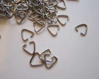 300 TRIANGLE jump rings - silver tone - 10mm