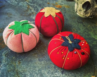 Pin Cushions Tomato / Instant Collection / Set of Three