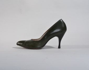 Vintage 1960s Green Stiletto Shoes - Olive High Heels - Fall Fashions Size 7 8 N