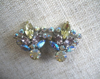 Vintage Rhinestone Earrings ~ Clip On ~ Pastel AB Rhinestones ~ Weiss ~ Star