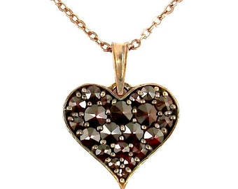 Lovely curved Bohemian garnet heart pendant || ГРАНАТ 630