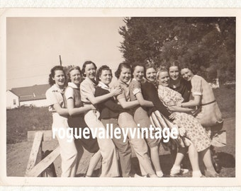"W.W.II GIRLS Group Photo, 1940's, 5"" x 7"", Vintage Black and White Original, Real Photo"