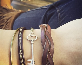 Skeleton Key Layering Bracelet / Antique Silver / Bohemian Layered Look / Hippie / Boho Gypsy Style / Steampunk Victorian