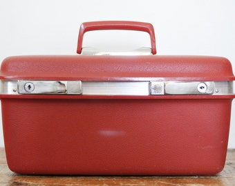 Vintage Aspen by Samsonite Train Case Tomato Red