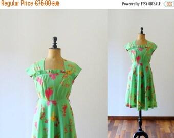 CLOSING SHOP 50% SALE / Vintage 1950s dress. 50s cotton dress. Green floral print 50s dress