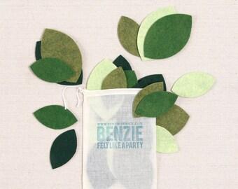 Felt Leaf // Felt-Fetti by Benzie // Magnolia Wreath DIY, Christmas Leaf Garland, Felt Plants, Felt Flowers, Holiday Wreath, Felt Die Cut