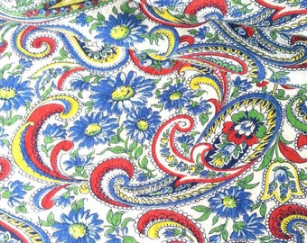 Vintage Feedsack Fabric -  - 1940's Paisley  Daisies on White Background  -Half Yard
