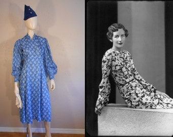 The Pursuit of Love - Vintage 1930s Cerulean Blue Print Lightweight Cotton Blouson Dress - 2/4
