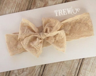 Nude lace bow band