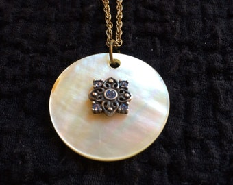 Vintage round mother of pearl pendant necklace 60's 70's statement gold unique eye-catching