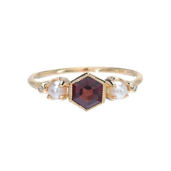 garnet ring gold garnet diamond pearl ring engagement ring. Black Bedroom Furniture Sets. Home Design Ideas