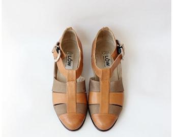 1980s Vintage Italian Shoes Flats  Donna Carolina Leather Sandals  T Strap Fisherman Shoes Size US 6.5M 7N Eu 37