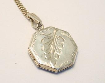 Vintage silver locket. Octagon. Fern design.