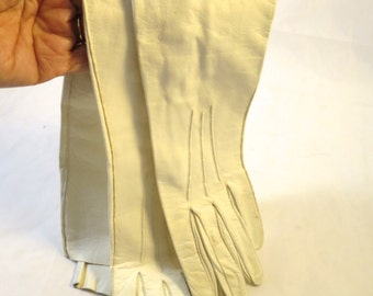 Vintage Kid Leather Gloves Off White Sz 7 1/4  Pearl Wrist Buttons  Susanbelle Brand  Over Elbow Opera Length Gloves  23 inches Long