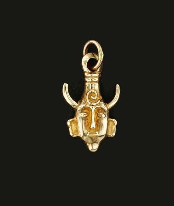 Samulet or Godfinder in Antique Bronze