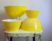 Vintage Pyrex bowl set sunshine yellow 4 piece mixing bowl set 1957 401 402 403 404