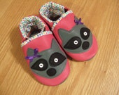 baby girls raccoon shoes size 4/ 6-12 months