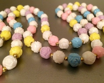 Girlie Colorful Molded Plastic Roses Floral plastic Necklace Authentic True Vintage Jewelry Retro White Pale Pink Blue Yellow Golden Beads