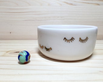 Porcelain Bowl with Eyelashes Decorations