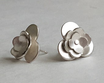 Large Silver Flower Post Earrings (EP-LSF1)