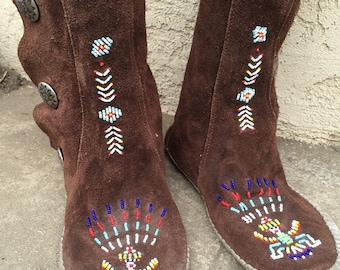Tall vintage brown Leather Moccasins beaded - size 10M