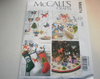 Pattern Christmas Decorating Tree Skirt Stocking Ornaments McCalls 6674