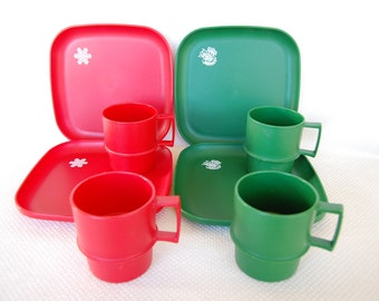 Set of 8 Vintage Tupperware Christmas Lunch Plates and Mugs Red and Green Vintage Design Snowflake and Dove Stamp