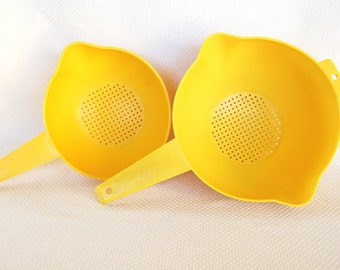 Set of 2 Vintage Tupperware Yellow Colanders One Large and One Small with Left-Handed and Right-Handed pour spouts