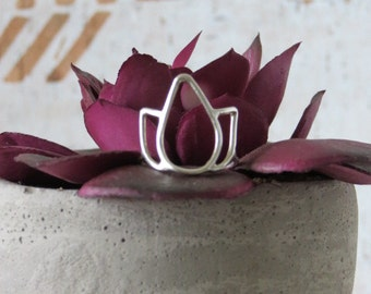 Lotus Flower Ring // Sterling Silver Ring, Flower Ring, Lotus Ring, Lotus Jewelry, Yoga Jewelry, Yoga Ring, Boho Ring, Gypsy Jewelry