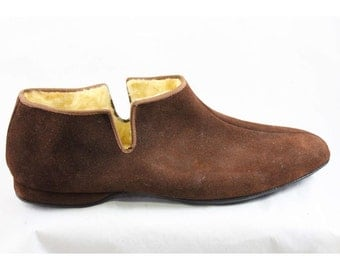 Ladies Size 12 Slippers - Woodsy Brown Suede House Shoes - Rustic 50s Woodland Deadstock - Gift Idea - Large Size Vintage Shoe - 12D - 46964