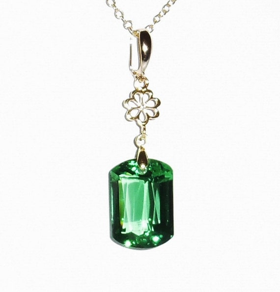 28 ct Natural Cushion cut Green Amethyst gemstone, 14kt yellow gold Pendant with enhancer, 14kt gold Chain